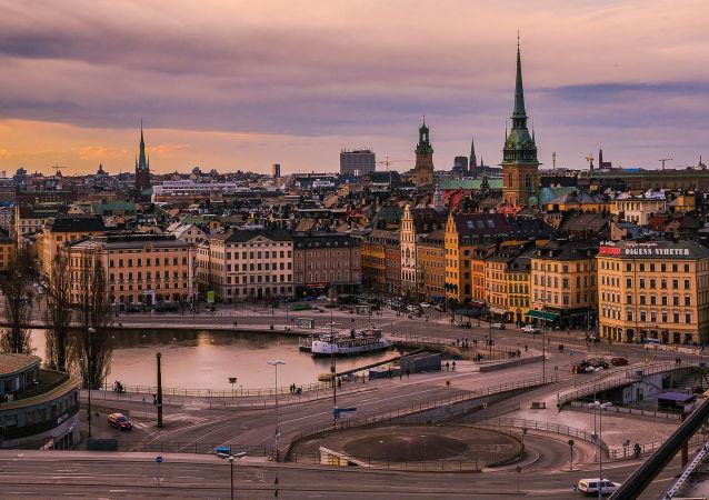 瑞典首辆无人驾驶电动小巴在斯德哥尔摩开测