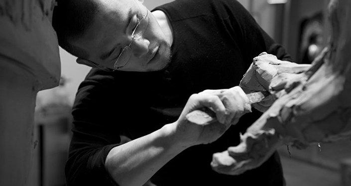 中国著名雕塑家任哲