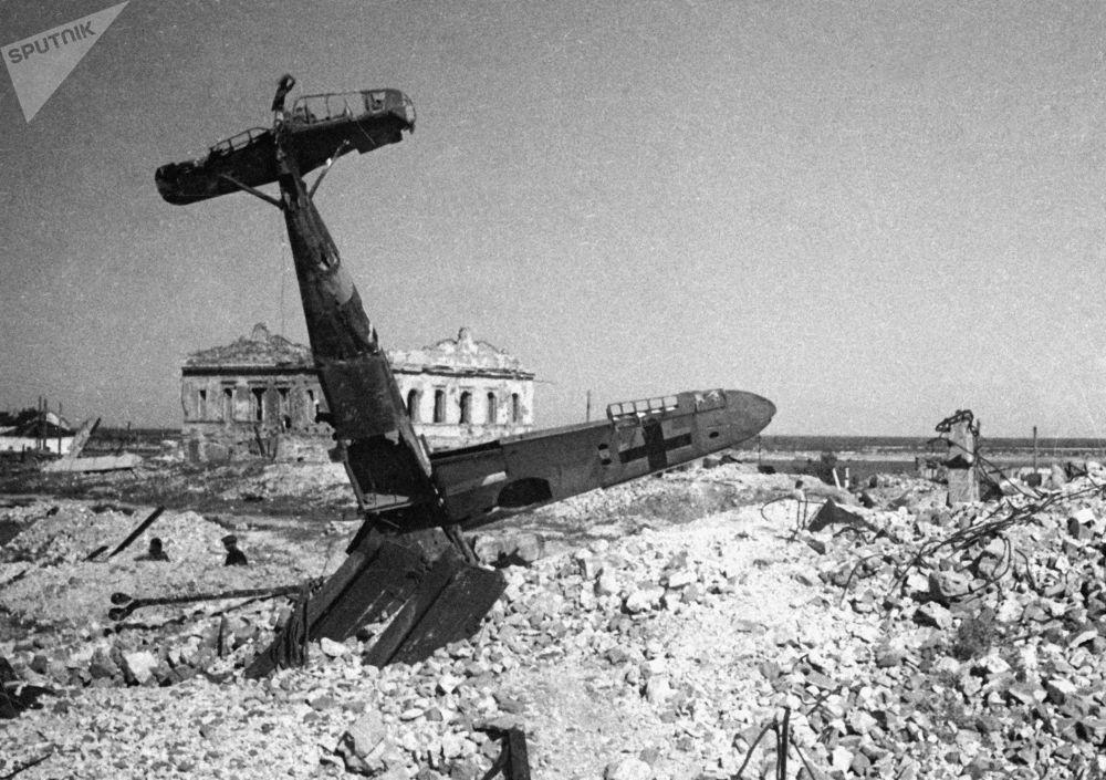 在斯大林格勒上空被击落的德国飞机,1943年