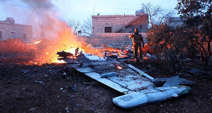 據俄國防部消息,俄軍的一架蘇-25飛機在敘利亞伊德利卜省被擊落,飛行員喪生