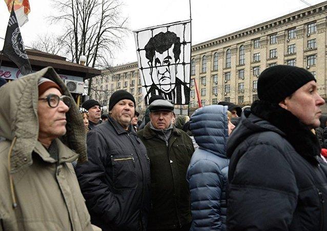 米哈伊尔·萨卡什维利在基辅市中心组织进行弹劾波罗申科的游行