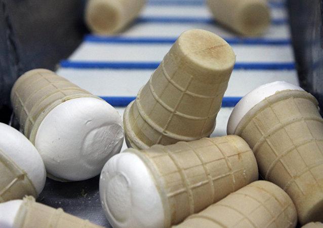 日本森永制果因可能混入金属碎屑而紧急召回约130万份冰淇淋