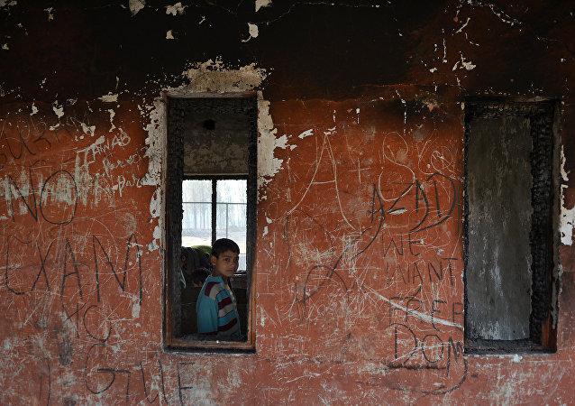 印度查谟-克什米尔邦80多所学校因炮击威胁上升停课