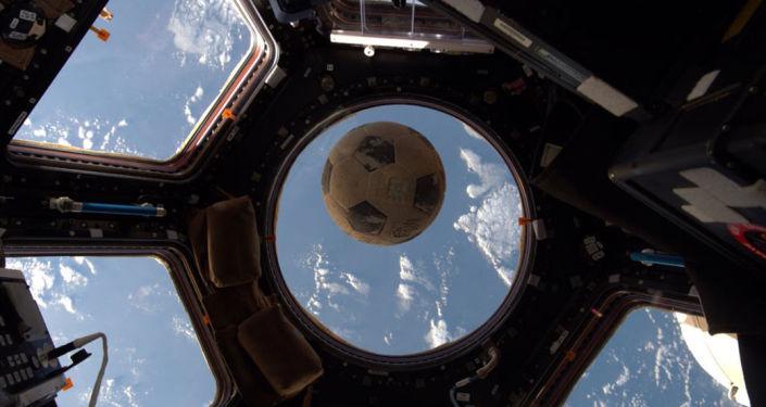 國際空間站的宇航員在世界杯期間也會踢足球