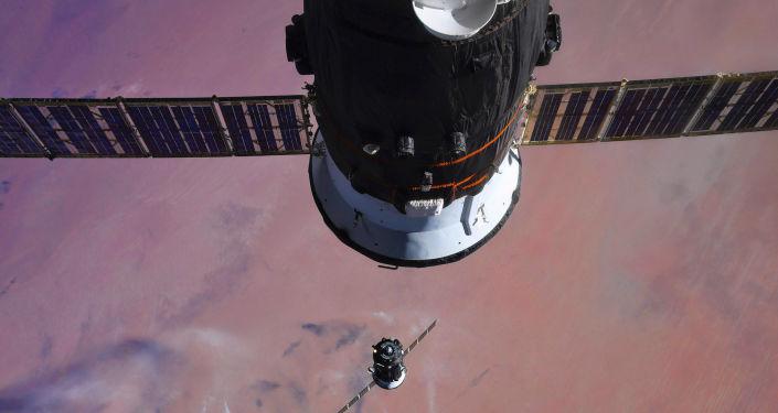 搭载国际空间站新一期考察组的飞船发射升空