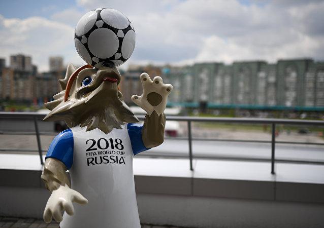 帶有2018世界杯參賽隊伍標誌的大型桌布將在喀山織就並展出