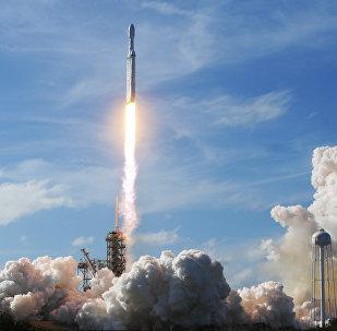 「獵鷹重型」運載火箭成功發射