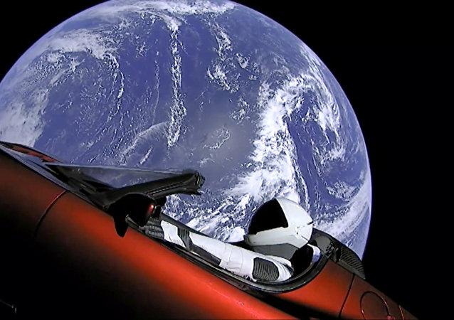 """""""猎鹰重型""""火箭所载特斯拉跑车开始向小行星带移动"""