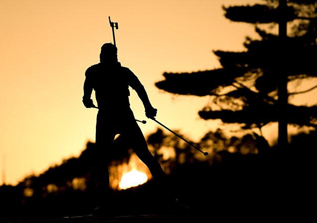 俄运动员洛吉诺夫在意大利冬季两项世锦赛短距离赛中夺冠