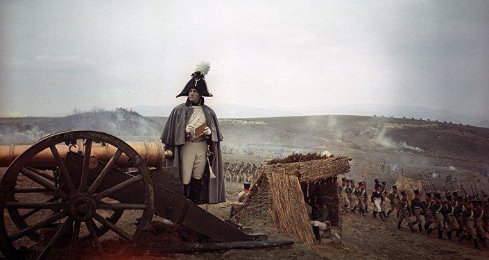 大多数外国观众记住维亚切斯拉夫·吉洪诺夫是因为《战争与和平》中的博尔孔斯基公爵一角
