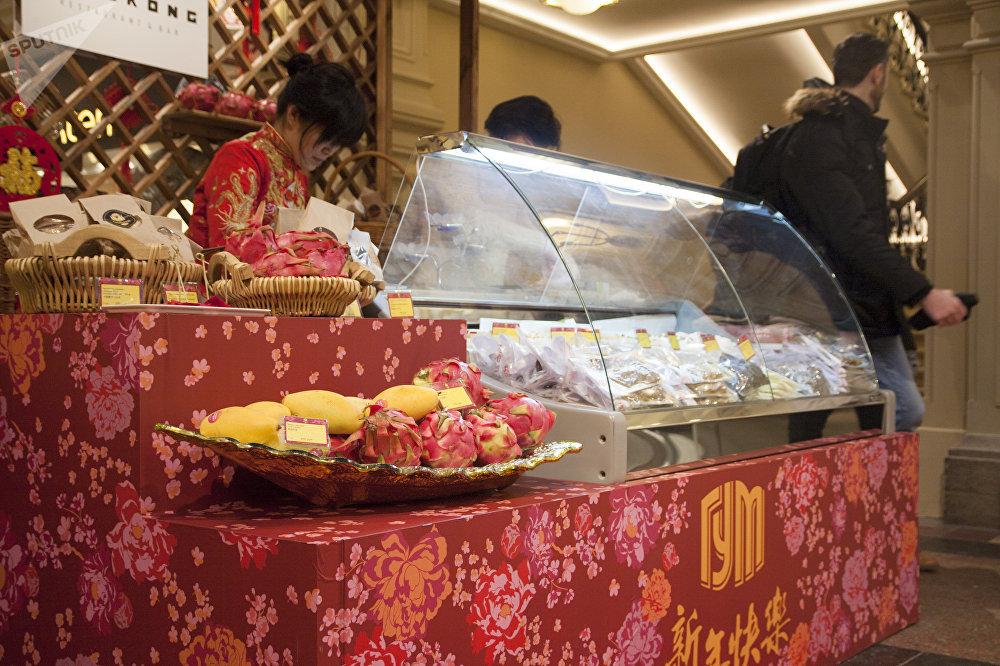古姆商場喜迎中國新年活動上的中國水果和甜點