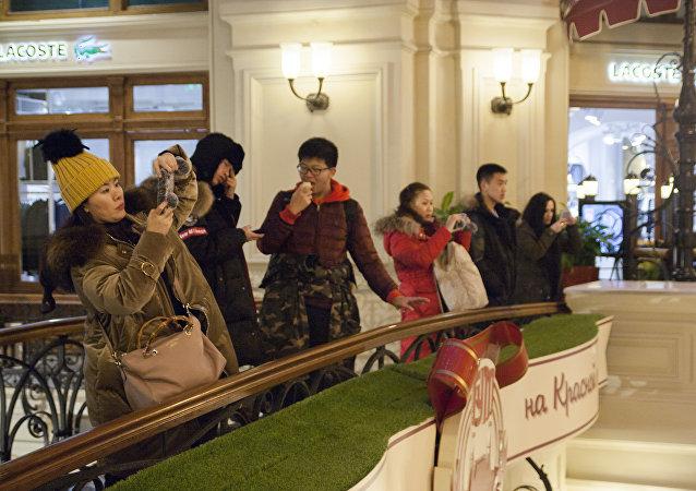 中國遊客在莫斯科古姆商城
