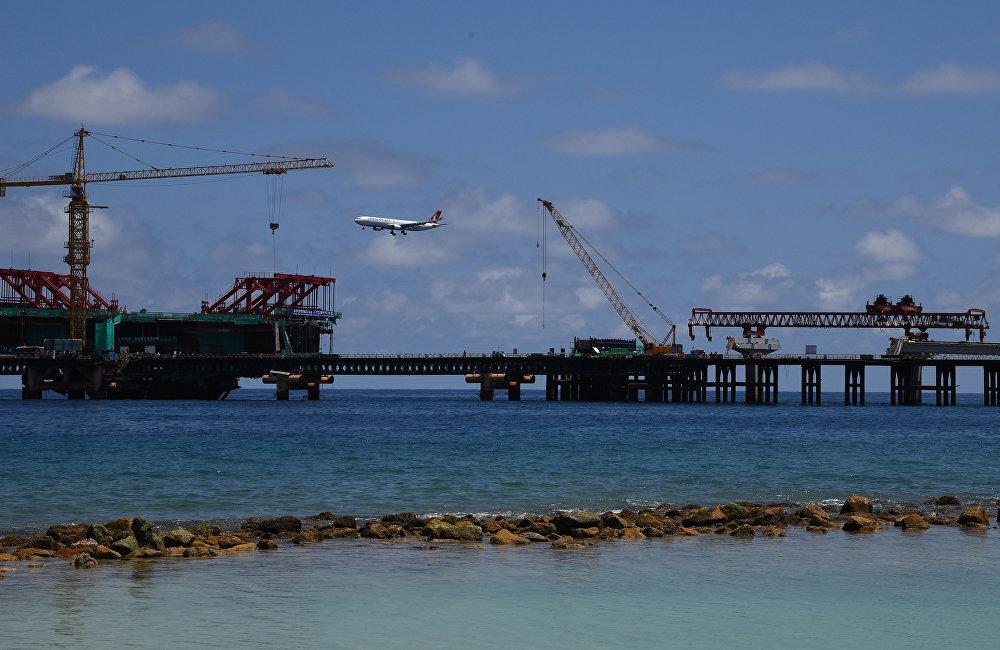 對中國來說,馬爾代夫局勢也非常棘手。中國對馬爾代夫,整體而言對印度洋地區的經濟滲透在增長,這完全可以解釋。中國感興趣的是波斯灣國家的石油能夠暢通無阻地通過印度洋。