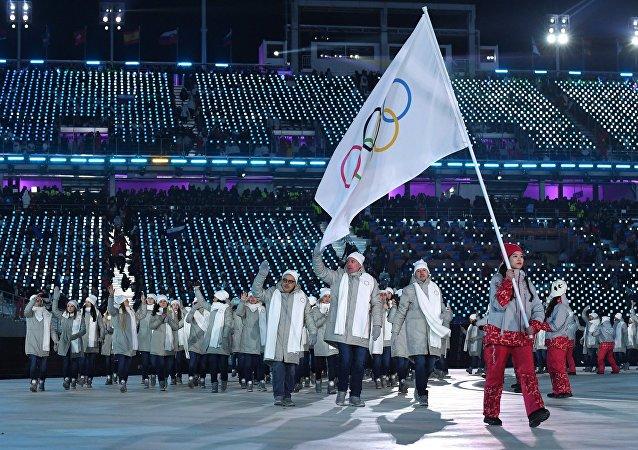 平昌冬奥会开幕式观众喜悦地迎接入场的俄罗斯运动员
