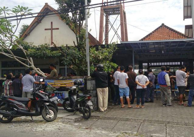 印尼男子持刀袭击教堂4人受伤