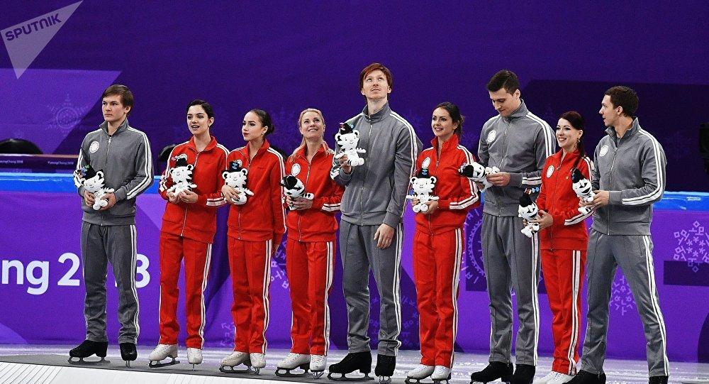 俄罗斯花滑队在2018年冬奥会花滑团体赛中摘银