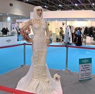 迪拜展出超大豪华新娘蛋糕
