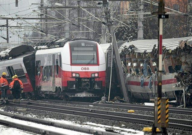奥地利东南部火车相撞受伤人数上升至22人
