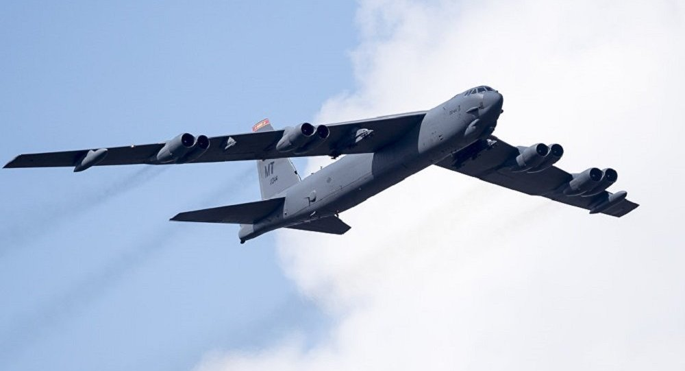 美國B-52轟炸機被閃電擊中 機尾現大洞