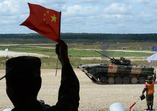 中国军人抵达新西伯利亚参加国际军事比赛