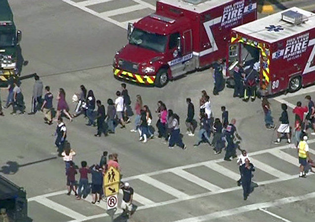 佛罗里达南部一所学校发生枪击事件