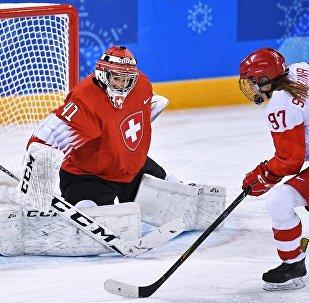 俄罗斯女子冰球国家队击败瑞士队杀入半决赛