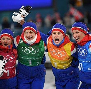 俄罗斯滑雪运动员在平昌冬奥会上获得铜牌