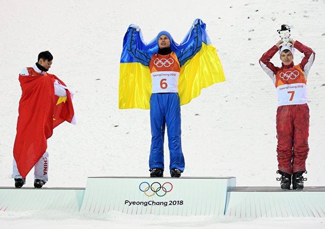 平昌冬奥会自由式滑雪男子空中技巧 俄中选手分别获得铜牌和银牌