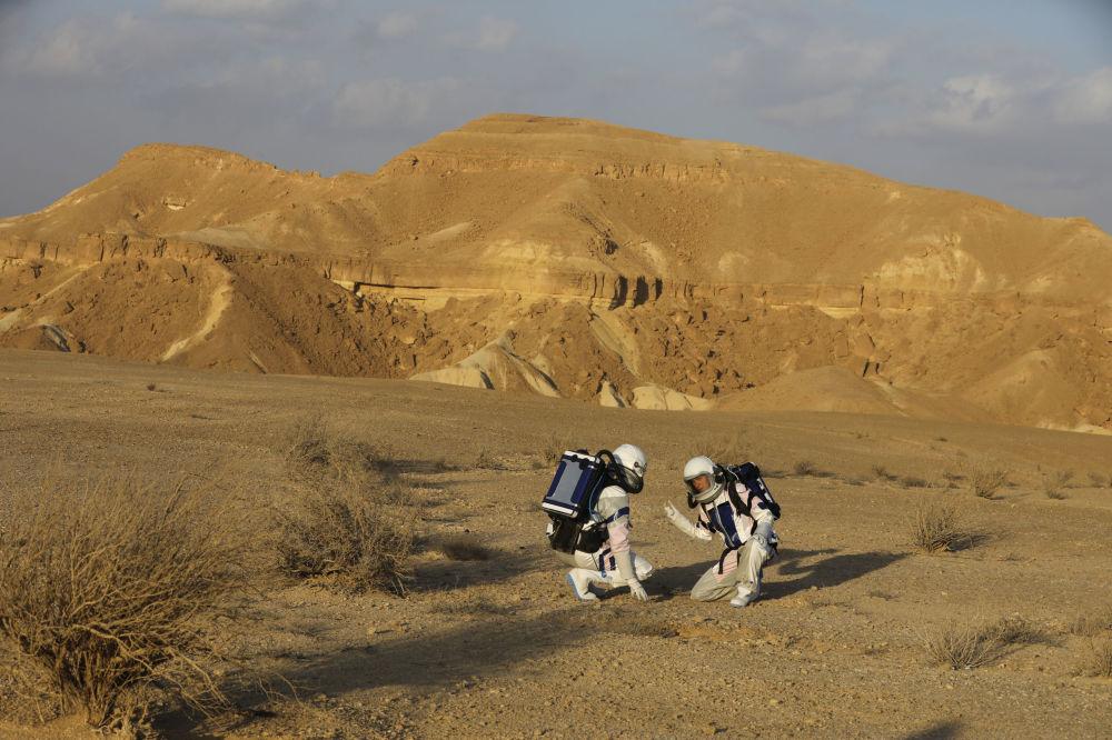 火星站部署在以色列南部马赫捷什-拉蒙坑的底部。
