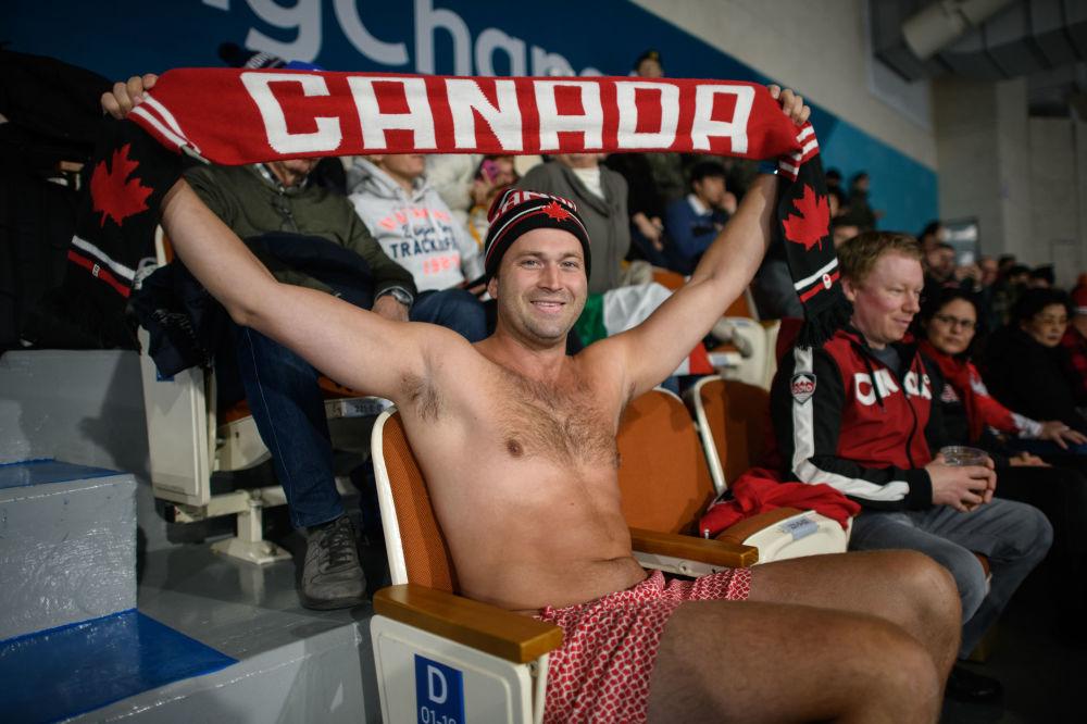 冰壺比賽上的加拿大觀眾