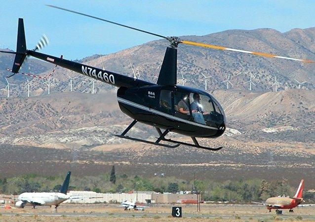 Robinson R44 輕型直升機
