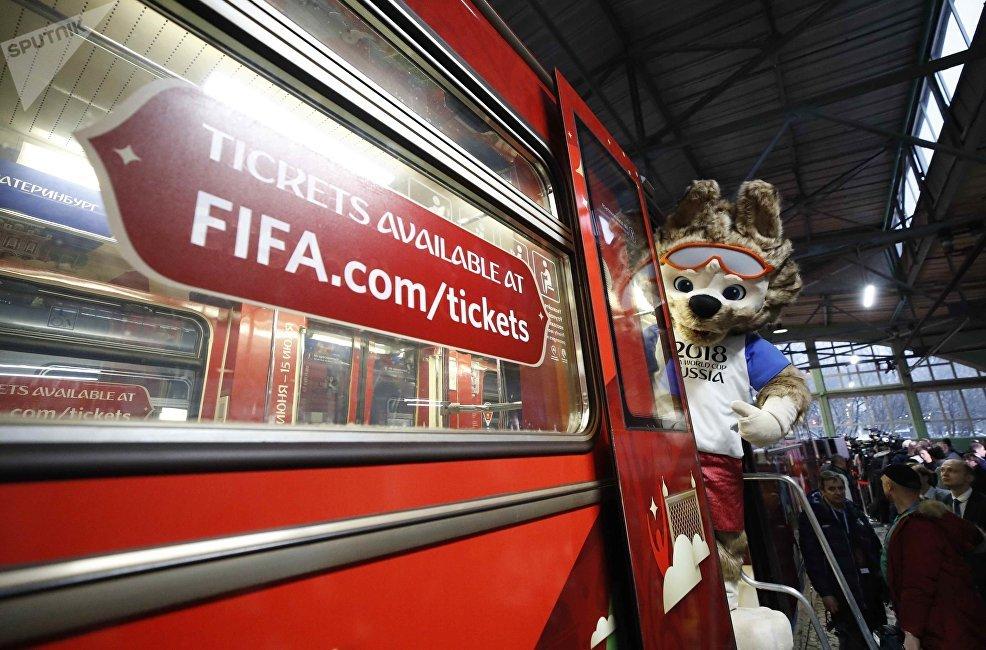 只要出示球迷护照(FAN-ID)和足球赛门票,任何游客均可搭乘火车到达所需城市,但需要提前预定座位。项目涵盖俄罗斯所有公共交通工具。