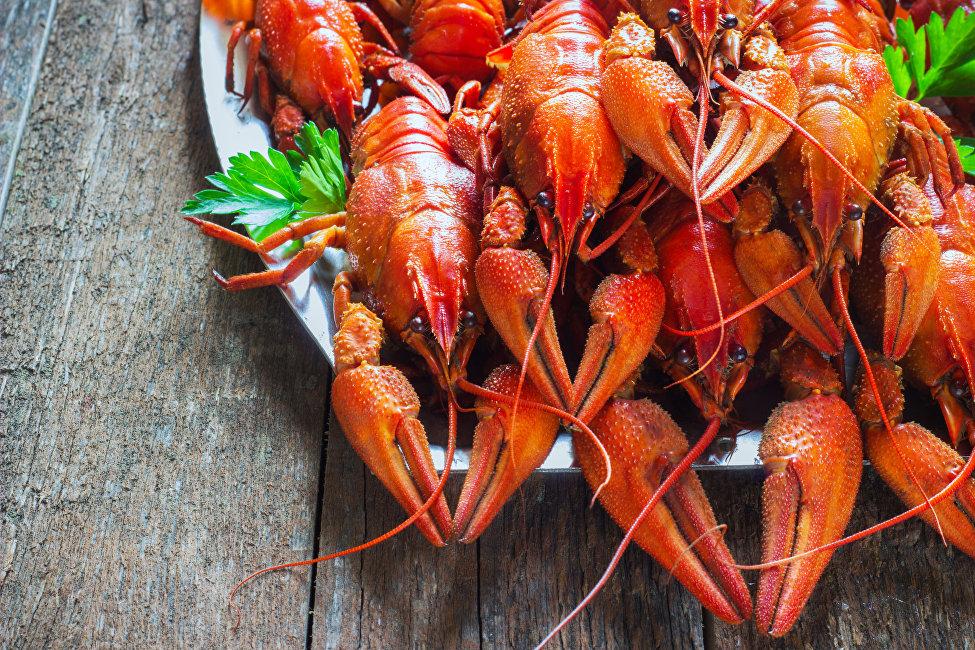 佩列斯科科娃介绍说:例如,我们有道菜叫'球迷部门',就是煮虾:带螯的红虾,就像是在足球顶峰时刻遇到的舞台上的球迷一样。