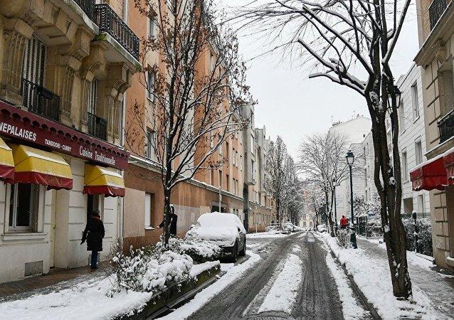巴黎嚴寒天氣或致道路結冰 市政部門清潔工作受阻