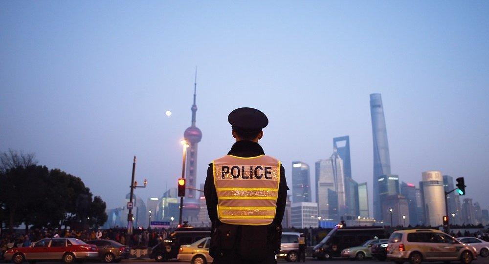 華媒:上海一男子小區內持刀傷人致2死5傷 嫌犯受傷身亡