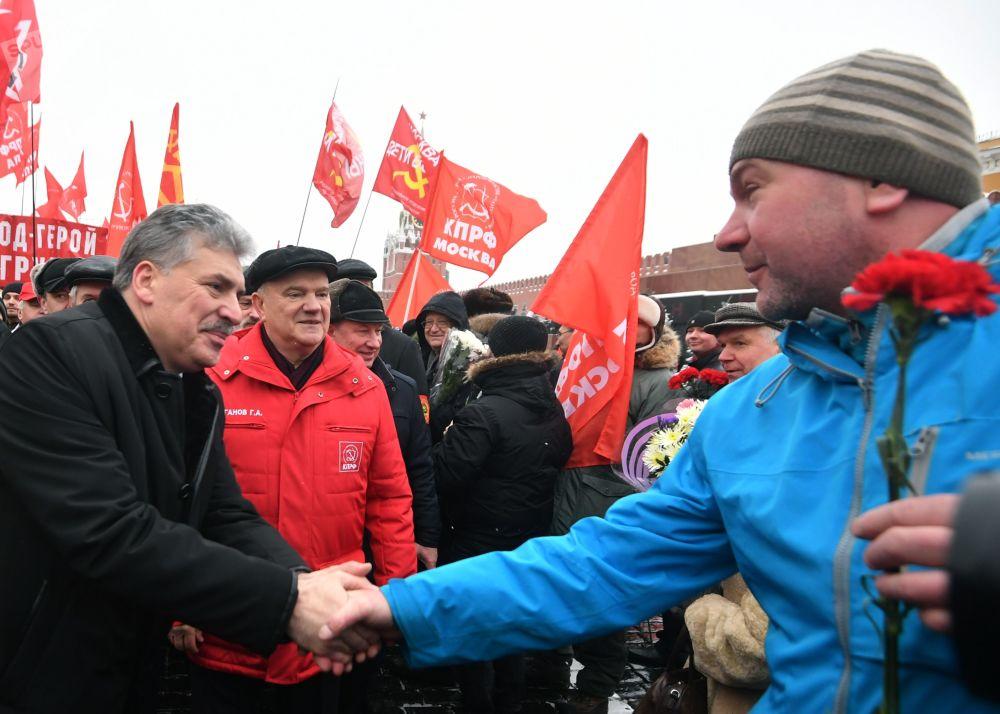 格魯季寧的大部分競選綱領都與經濟措施有關。