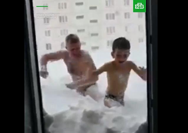 嚴寒不是阻礙 俄薩哈林居民雪中作樂