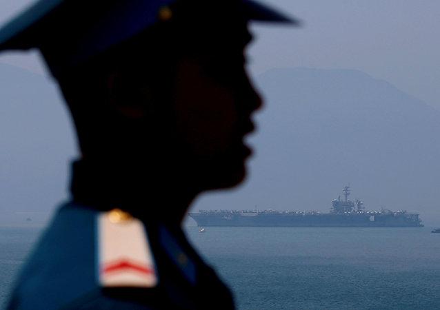 美国航母40年来首次抵达越南