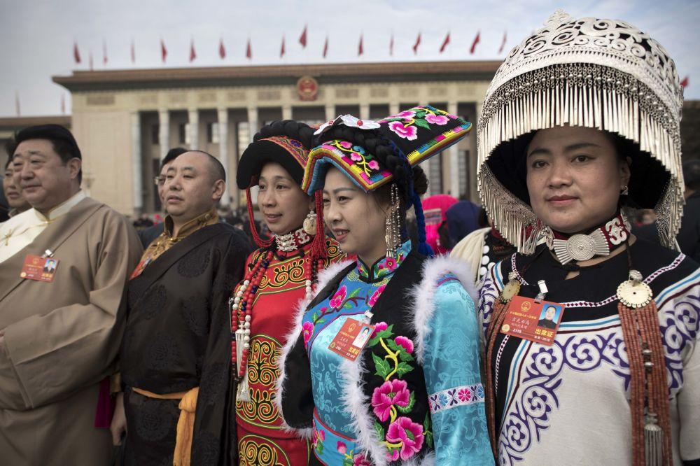 中國第十三屆全國人民代表大會第一次會議開幕會上的少數民族代表