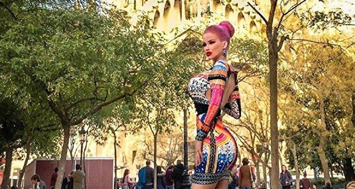 捷克芭比娃娃每月花1500美元整容