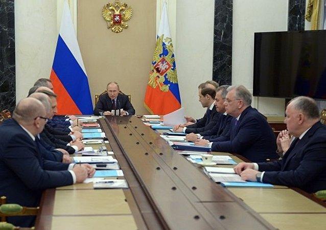 俄总统普京在军技合作委员会会议