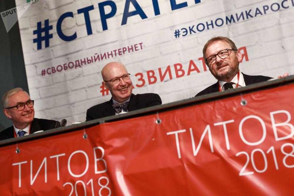 鮑里斯·季托夫1960年出生在莫斯科,畢業於莫斯科國際關係學院。