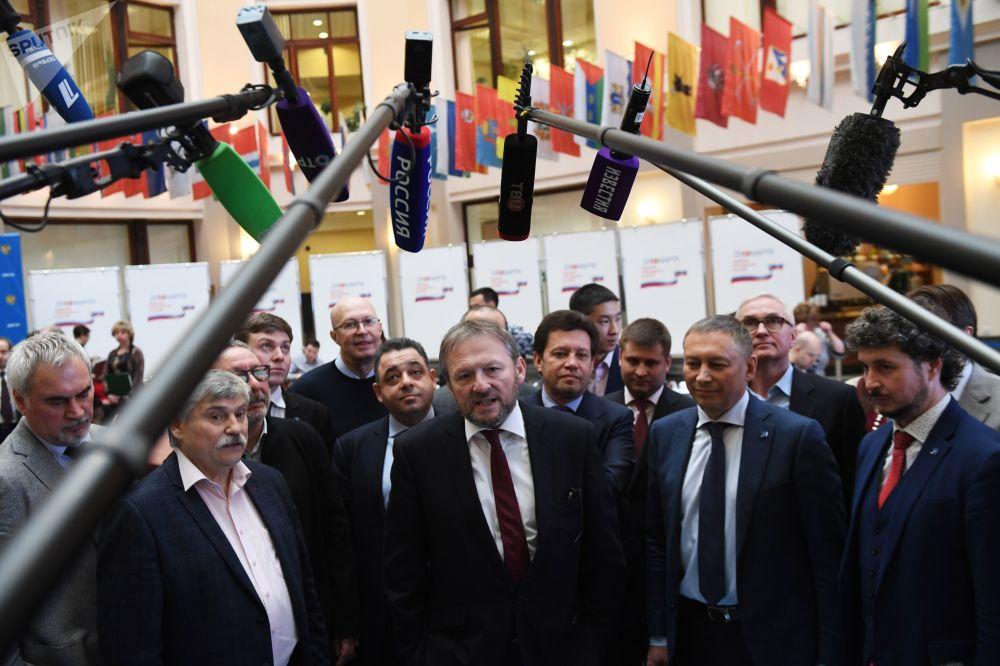 自2000年開始,季托夫積極從事社會活動,進入俄羅斯工業家和企業家聯盟領導層。