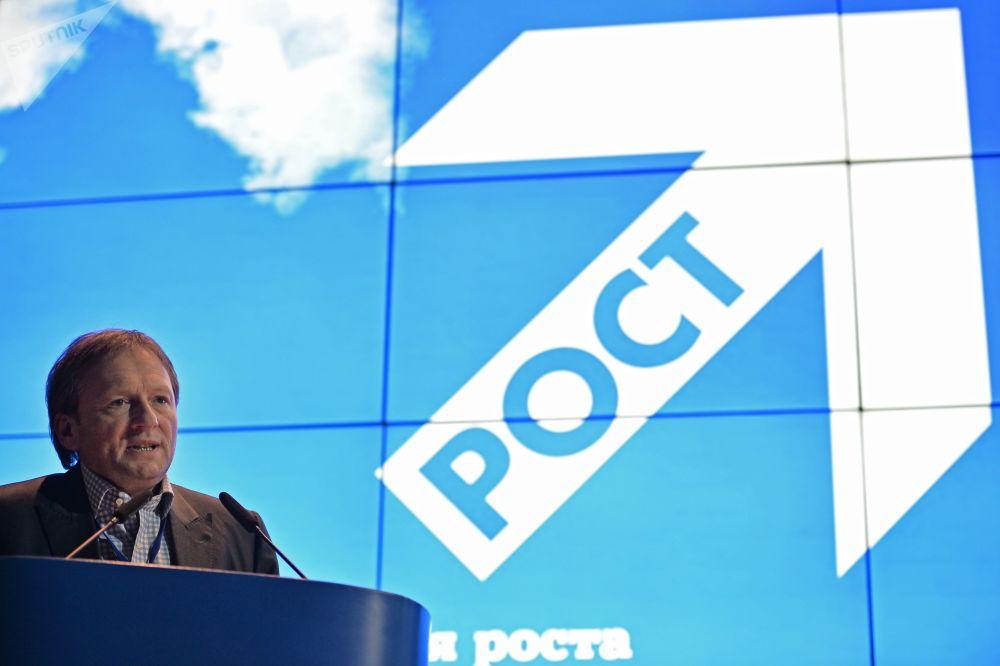 季托夫競選綱領的首要問題是商業和經濟發展問題,其中包括必須出台建立在放棄原料部門優先和鼓勵私有領域倡議基礎上的新型進步經濟政策的條款。