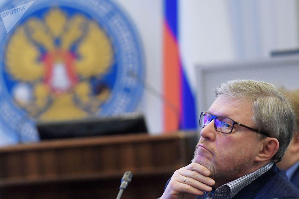 亞夫林斯基說,俄羅斯對外政策的優先方向是與前蘇聯盟共和國建立友好關係,以及與西歐國家接近。