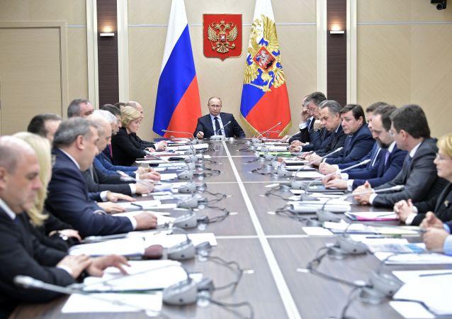 俄羅斯政府新聞處表示,本屆政府已在總統就職後解散