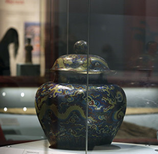 在法國閣樓上發現的中國花瓶在拍賣會上被以創紀錄的1600萬歐元售出