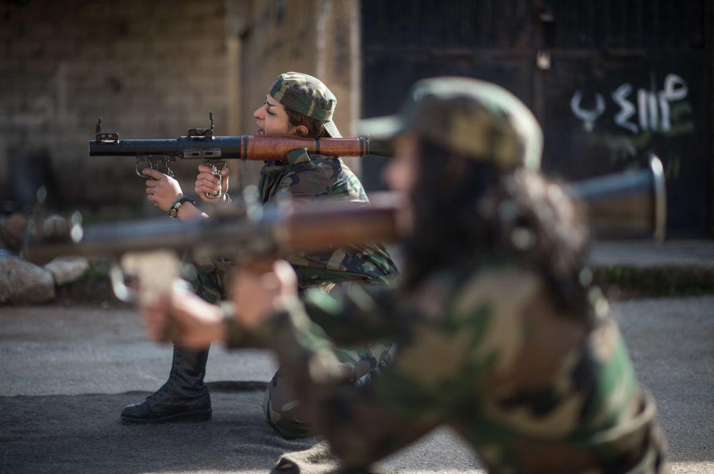 敘利亞志願兵在大馬士革郊區的第130訓練大隊上課