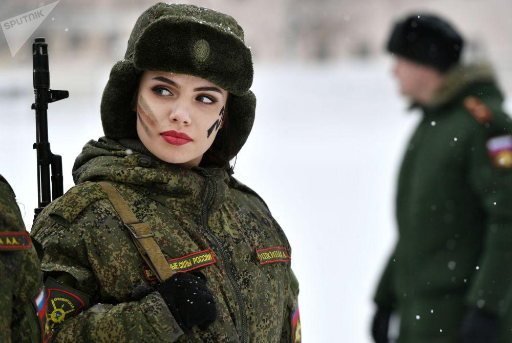 俄戰略火箭軍女兵選美和專業技能比賽佳麗