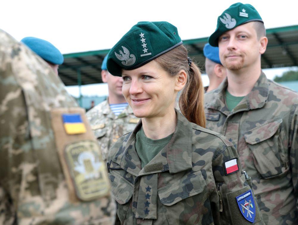 「快速三叉戟-2017」軍事演習開幕式上的波蘭軍人